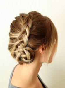 coiffures-pour-femmes-faciles-à-faire-soi-même-en-moins-de-cinq-minutes-43